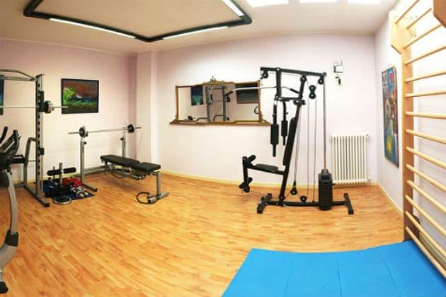 salle dédiée au sport à la maison